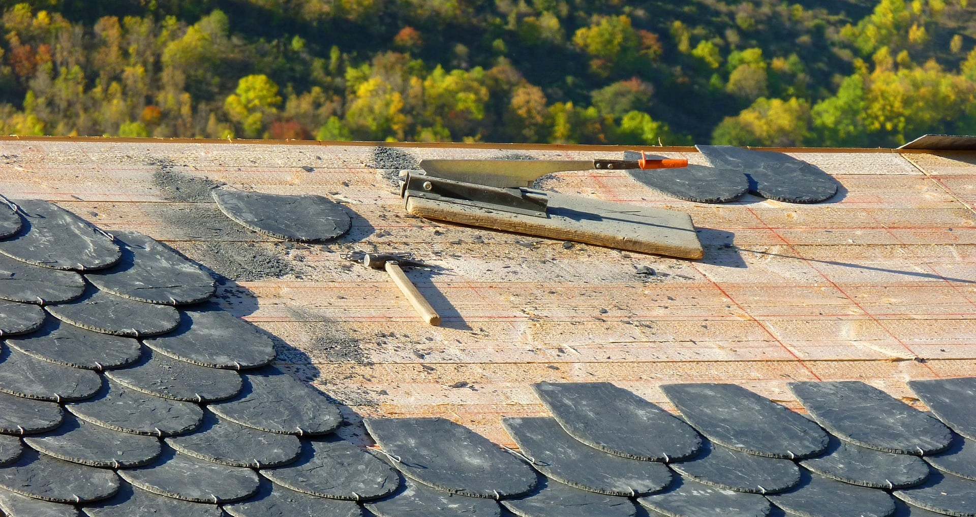What Are The Benefits Of Hiring A Professional Roofer 1