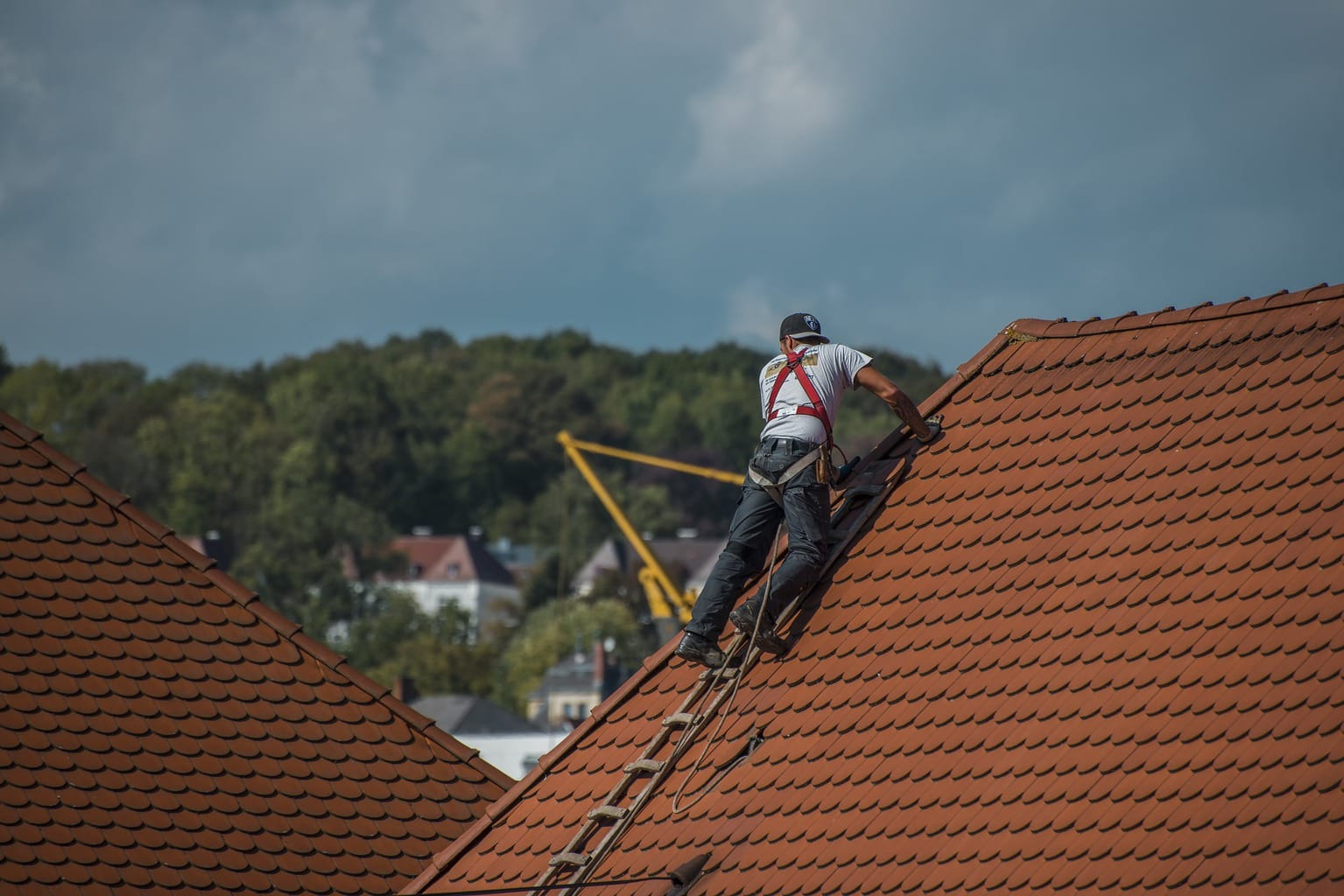 What Are The Benefits Of Hiring A Professional Roofer