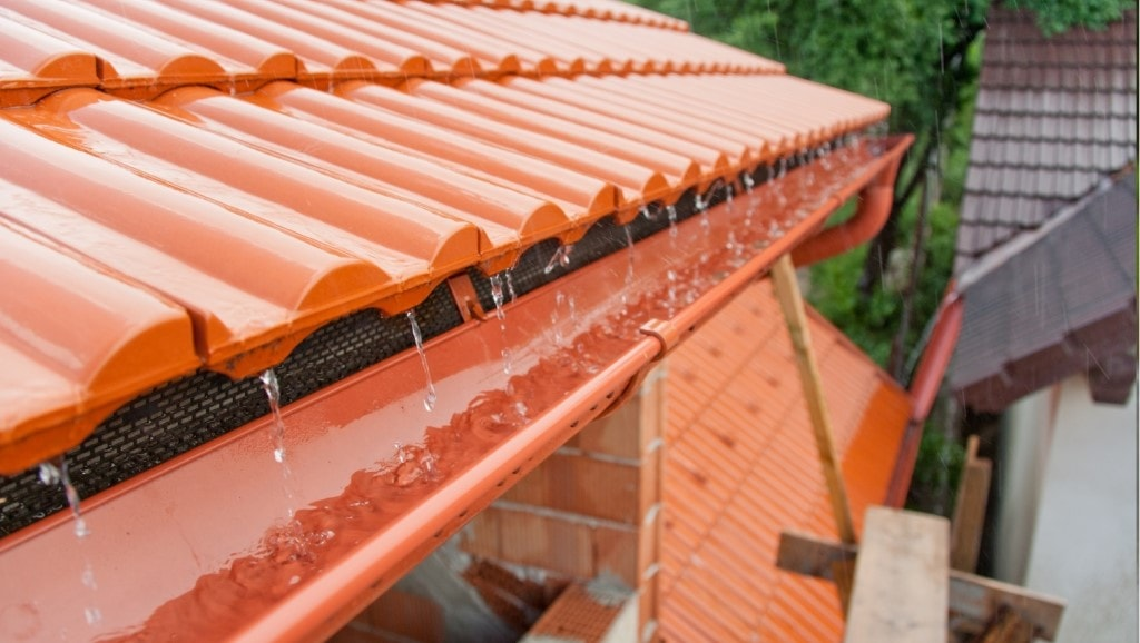 Water On Roof Gutters